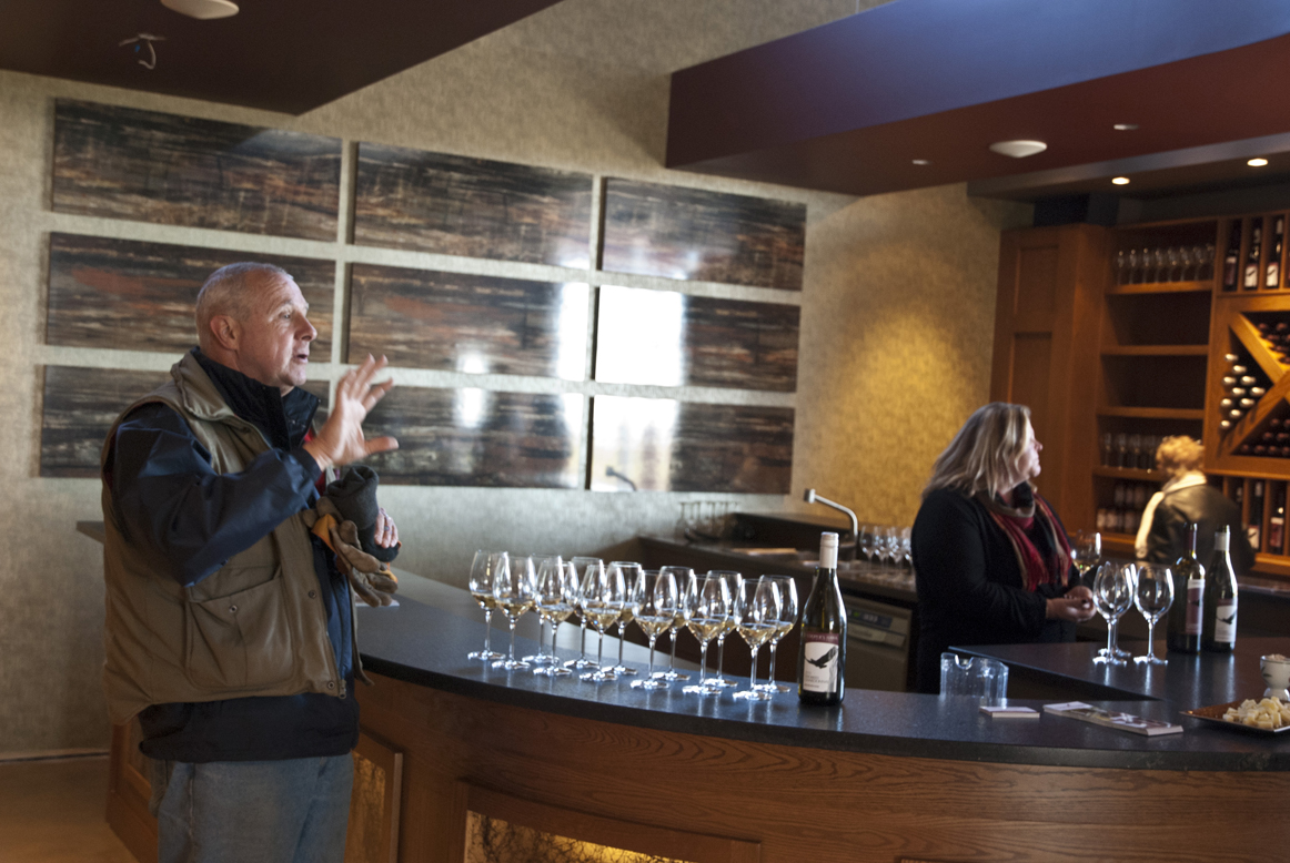 Tom O'Brien of Cooper's Hawk Vineyard discusses the winery with some patrons.