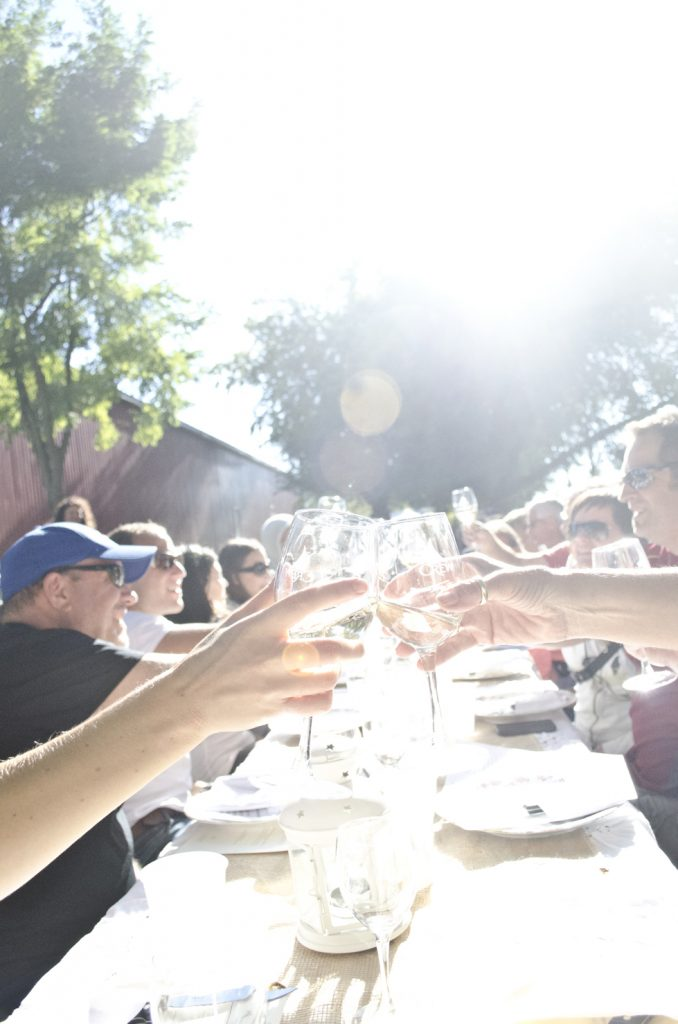 Long table dinner at the Wine Trail Ride cycling tour