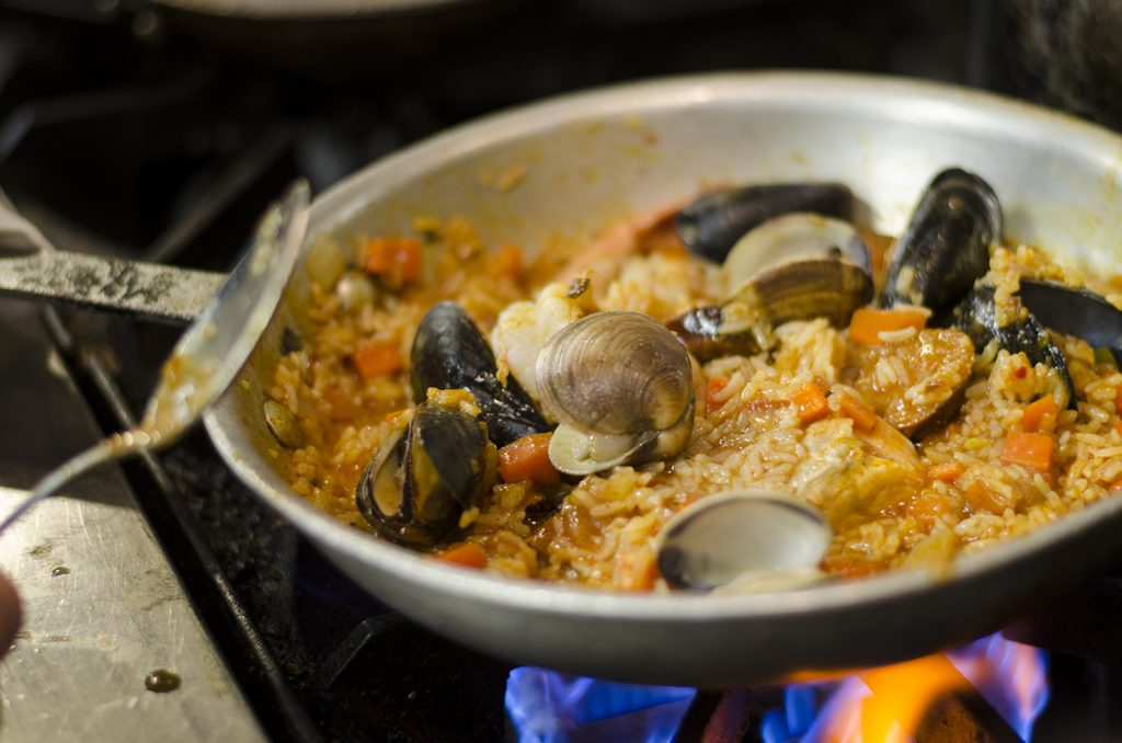 Simple recipe for a seafood paella.
